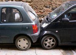 """ГИБДД клеит на машины наклейки \""""Не включаю мозг, паркуясь\"""""""