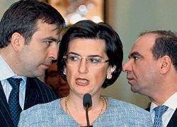 Бурджанадзе призвала к отставке Саакашвили