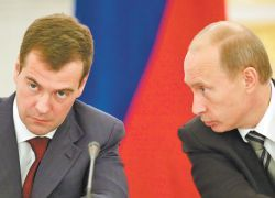 Политический раскол между Путиным и Медведевым углубляется