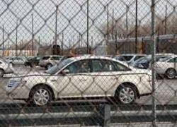 Продажи автомобилей в США упали вдвое