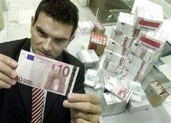 Центробанк РФ понизил курс евро на 45 копеек