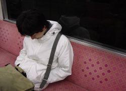 Японцы предлагают гаджет для любителей поспать в транспорте