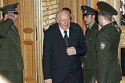 Экс-губернатора Строева допросили по делу его замов