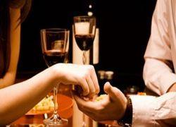 Пять поводов подарить женщине бутылку на 8 марта