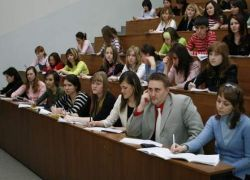 Выпускники вузов спрячутся от кризиса в аспирантурах