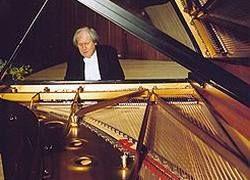 Знаменитый пианист отменил концерт в Англии из-за визы