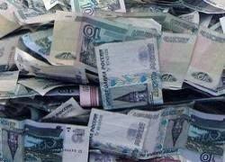 """Кризис в СНГ и Восточной Европе \""""давит\"""" на рубль"""