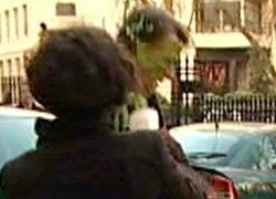 Британского министра бизнеса облили зеленой слизью