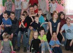 Многодетная семья усыновила 25 сирот