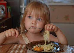 Дети, которые доедают все до конца, склонны к ожирению