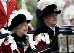 Королеве Британии подарили на 8 марта карету за $1 млн