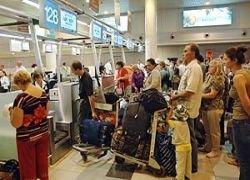 В аэропортах начали брать деньги за досмотр без очереди