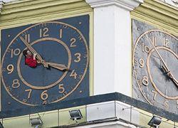 Почему мы переводим часы?