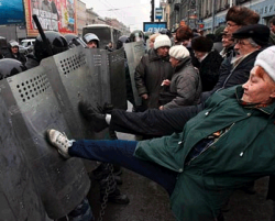 В России 61 милиционер на одного несогласного