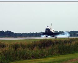 Шаттл Discovery приземлился на космодроме во Флориде