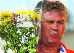 Хиддинк официально стал заслуженным тренером России