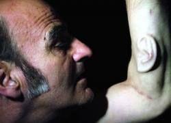 Австралийский художник вживил в руку третье ухо