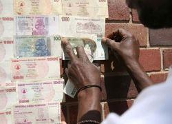Зимбабвийские доллары годятся только на обои