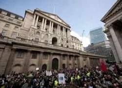 Антиглобалисты громят банки в центре Лондона