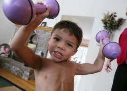В США мальчик стал суперсильным из-за редкой болезни