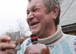 Россияне снова стали пить самогон