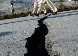 Сильное землетрясение близ индонезийских островов