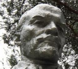 Вандалы взорвали еще один памятник Ленину