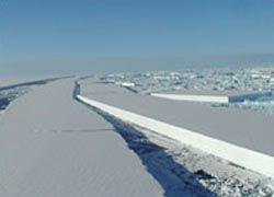 В Антарктике раскололся ледяной мост