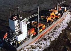 На борту захваченного пиратами судна - трое россиян