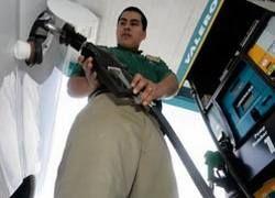 Бензин в России продолжает дешеветь