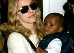 Мадонну обвиняют в краже детей и хищении чужих денег