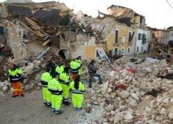 Не менее ста человек спасены из-под руин в Италии