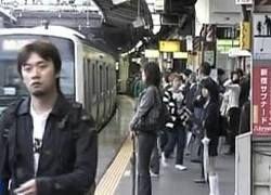 Работник японского метро заблокировал тысячи пассажиров
