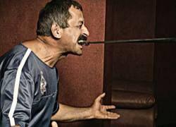 Силач из Дагестана протащил зубами огромное судно
