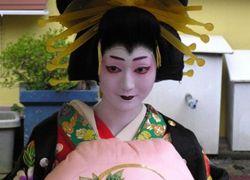 """В Японии туристы \""""охотятся\"""" на гейш"""