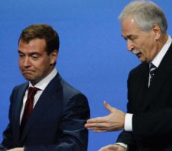 Медведев предложил единороссам не строить иллюзий
