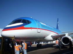 SuperJet100 - российская звезда авиасалона во Франции