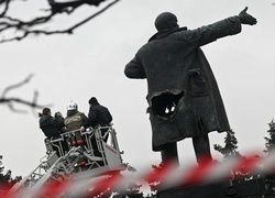 Почему мы так цепляемся за Ленина и памятники ему