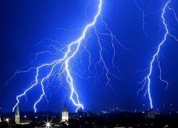 Изогнутый лазерный луч поможет приручить молнию