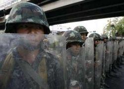 В центре Бангкока солдаты стреляют в демонстрантов