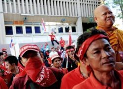 Тайские оппозиционеры захватили танк и бронемашины