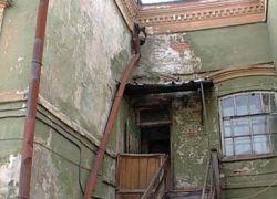 Путин обещает расселить жителей аварийных домов
