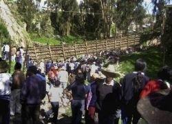 Жертвами обрушения моста в Перу стали 8 человек