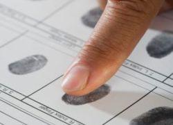 Украина будет брать отпечатки пальцев у иностранцев