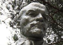 Взорванный памятник Ленину восстановят только летом