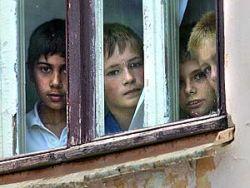 В России усыновляют сирот для решения жилищных проблем