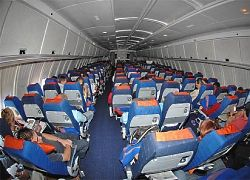 Китаец придумал, как делить подлокотники в самолетах