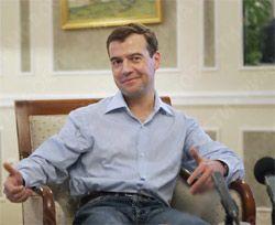 Медведев предложил создать в Москве место для митингов