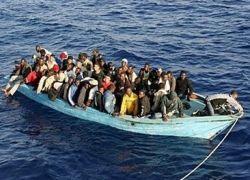 Италия согласилась принять спасенных мигрантов