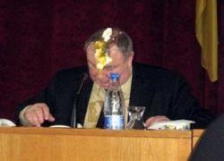 """Мэр Симферополя обжалует в суде \""""яичницу\"""" на голове"""